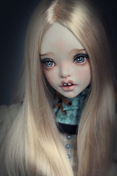 The face of one of Nuri's Muha BJDs, designed to be handled by collector.