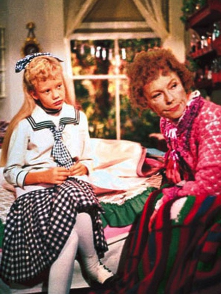 "Dealing with a hypochondriac sourpuss, Pollyanna convinces the woman to make a quilt for the ""let's revolt against Aunt Polly"" carnival."