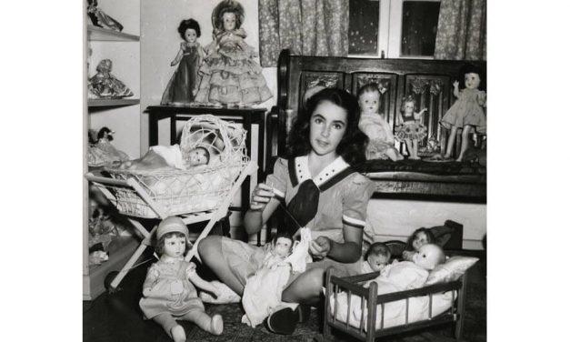 Hidden Doll Devotion: Liz Taylor's 'Secret Ceremony'