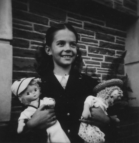 Natalie Wood Carrying Dolls