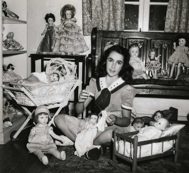 Liz Taylor surrounded by dolls
